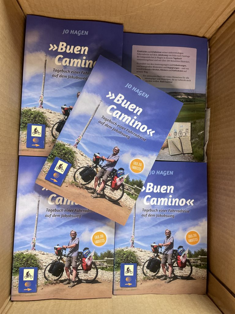 Transportverpackung mit den frisch gelieferten Büchern Buen Camino
